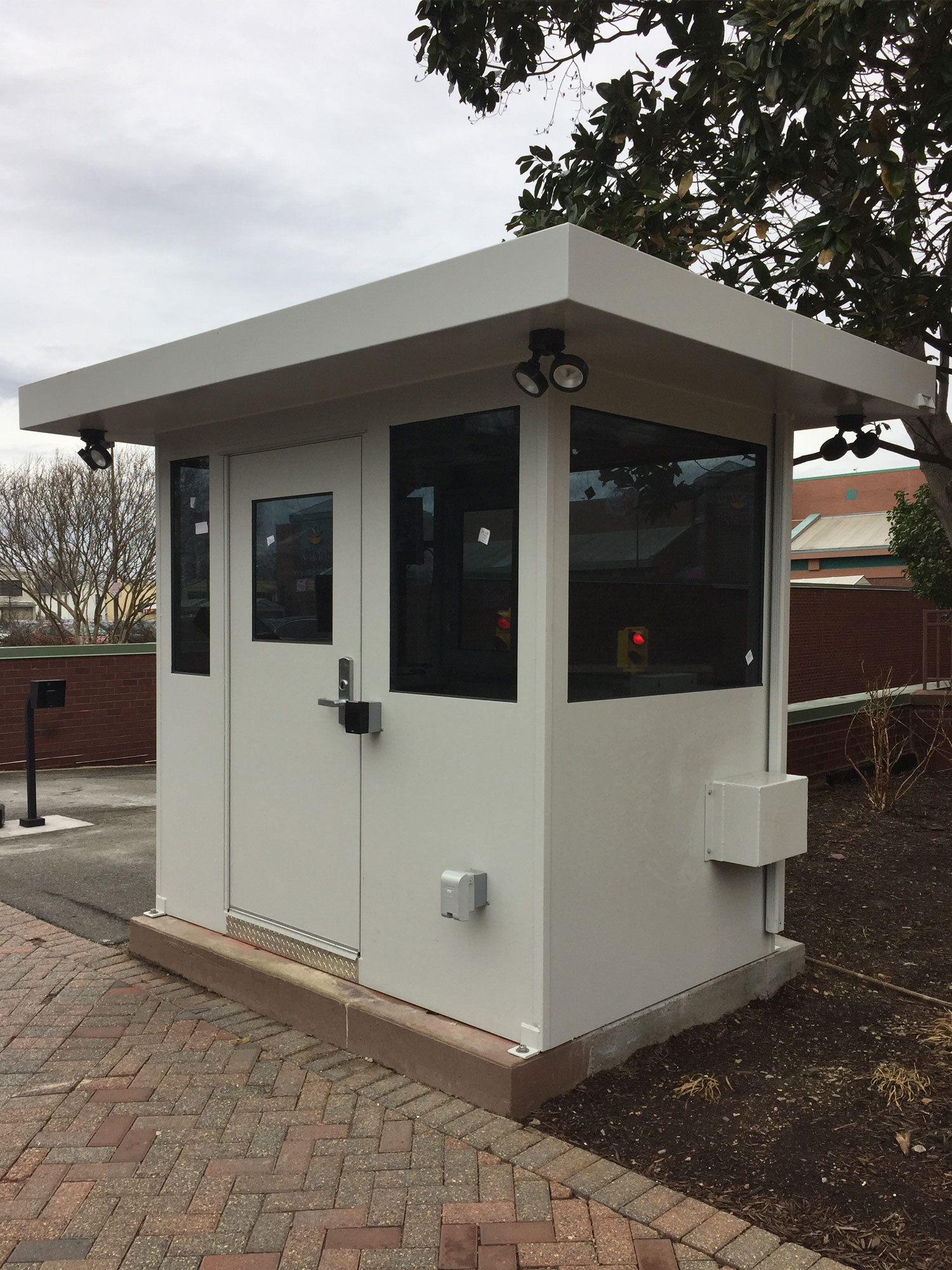 Guard Booth with Exterior Lighting 17-230